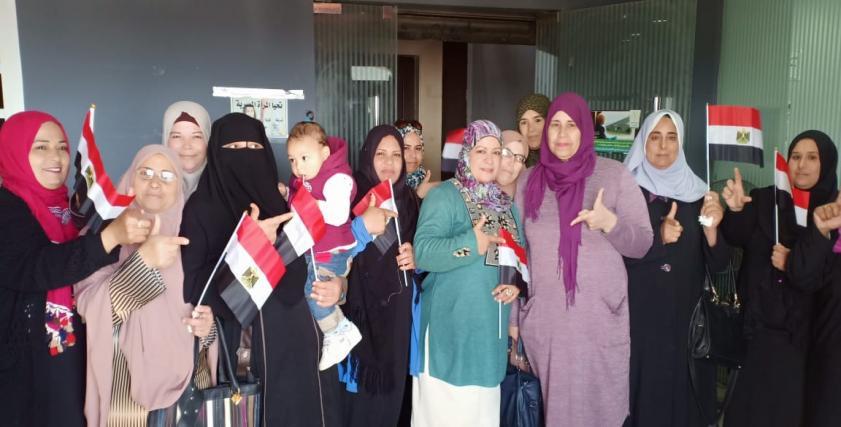 حشود النساء أمام اللجان الانتخابية للأدلاء بأصواتهم في التعديلات الدستورية 2019