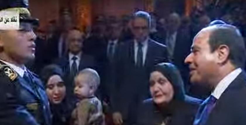 الرئيس يقدم التحية لأسرة الشهيد وائل طاحون وزوجة الشهيد ماجد عبدالرازق