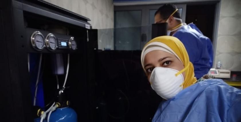 عبير محمد تعمل فنى صيانة الأجهزة الطبية