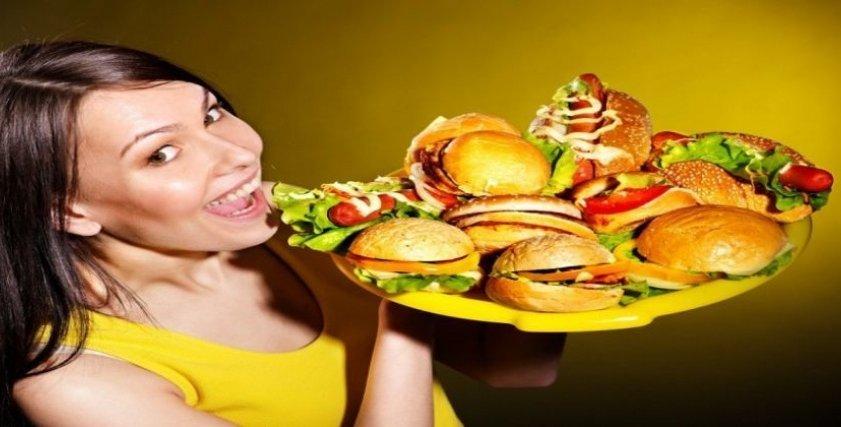 خبير تغذية يوضح كيفية التخلص من العادات الغذائية السيئة