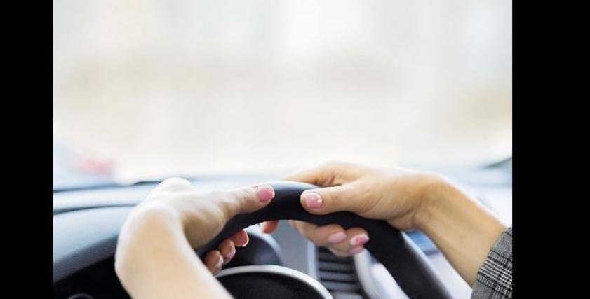 أمهات يقررن تعلم قيادة السيارات لحماية أطفالهن من اتوبيسات المدارس