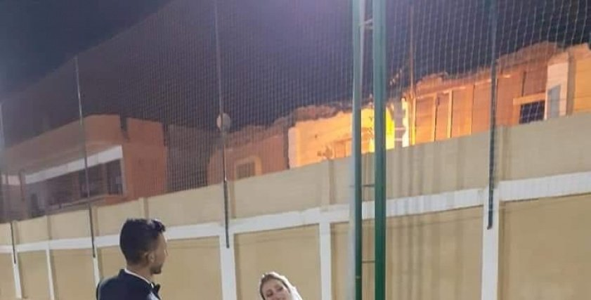 فوتو سيشن زفاف في ملعب خماسي