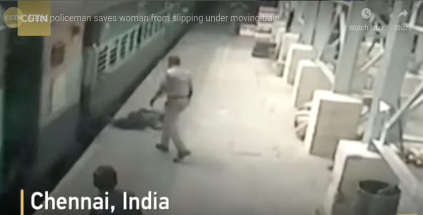 بالفيديو| إنقاذ سيدة من تحت عجلات قطار في الهند