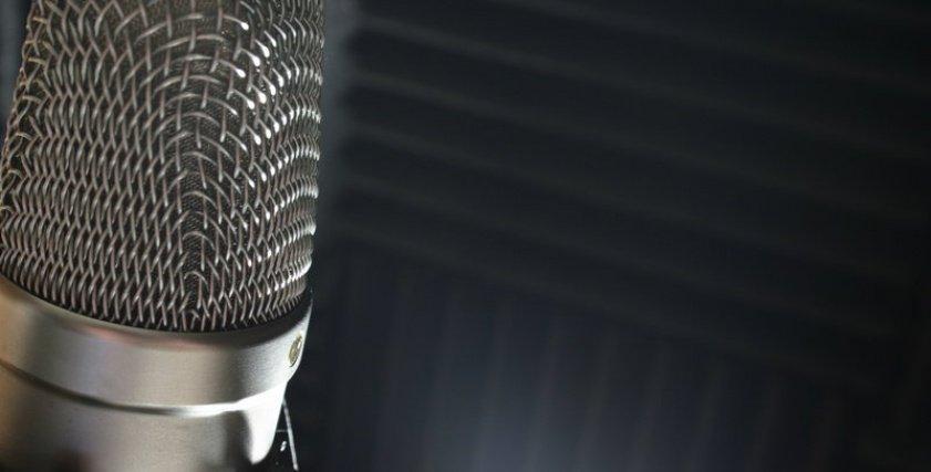 «الصوت الناعم» بوابة عبور الإذاعيات إلى قلوب المستمعين