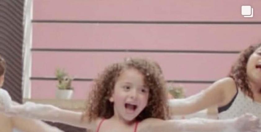 طفلة إعلان الشامبو