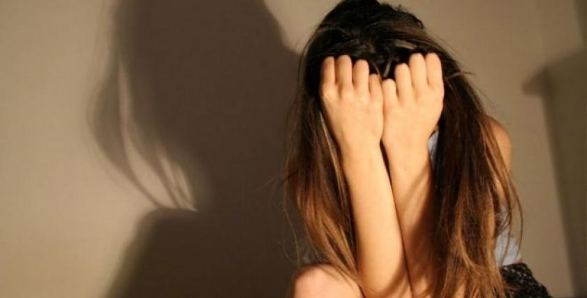 فتاة مصابة بمرض نفسي