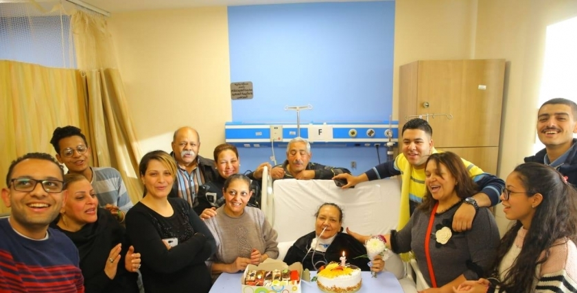 محاربة سرطان تحتفل بعيد ميلاها بالمستشفى