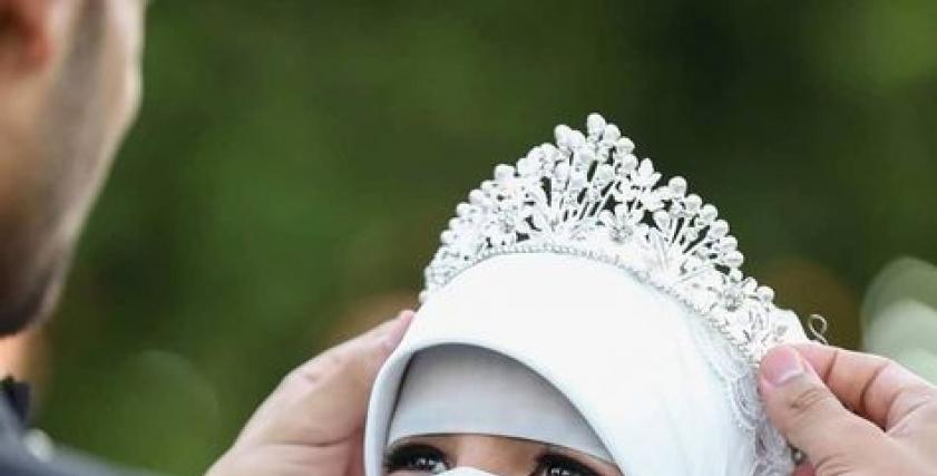 عروس منتقبة