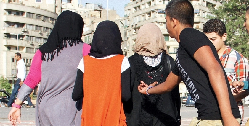 تحرش جنسي بفتيات في الشارع