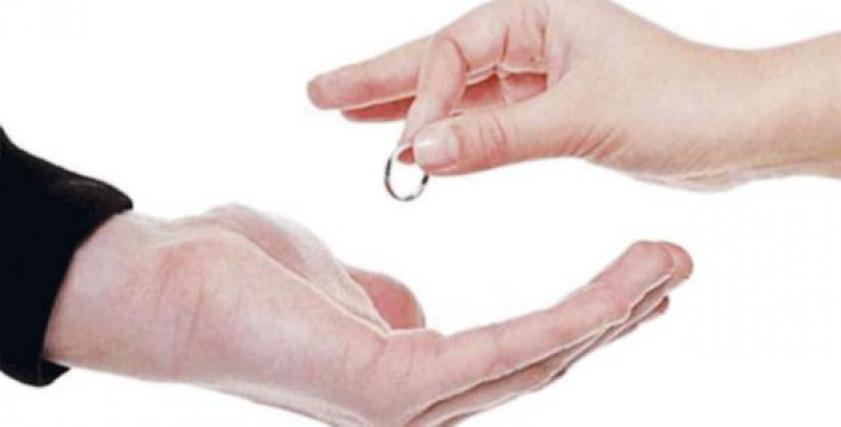 مشكلات كثيرة تنهي العلاقات الزوجية لأتفه الأسباب