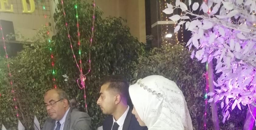 هاجر محمود وزوجها خلال مراسم عقد القران