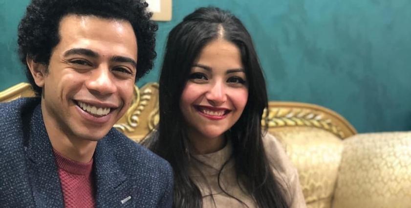 أحمد سلطان وعروسه خلال حفل الخطوبة