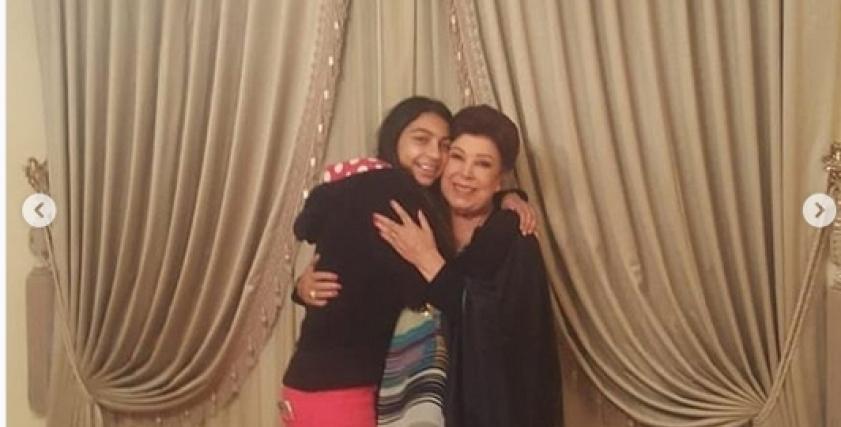 رجاء الجداوي بصحبة حفيدتها