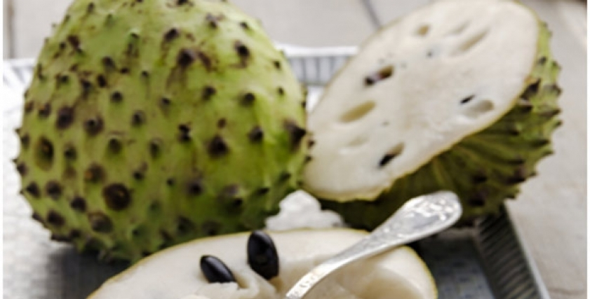 استشاري تغذية توضح خطورة تناول فاكهة القشطة