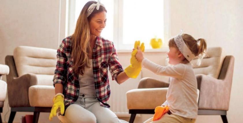 اللعب ورعاية الصغار