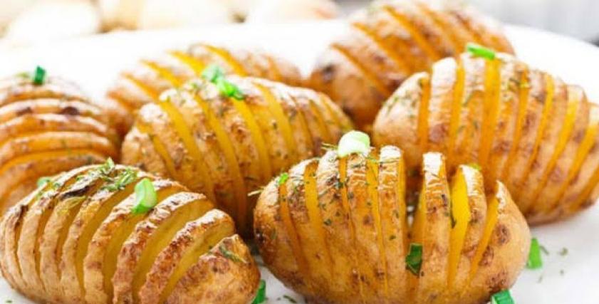 طبق بطاطس مشوية بالثوم