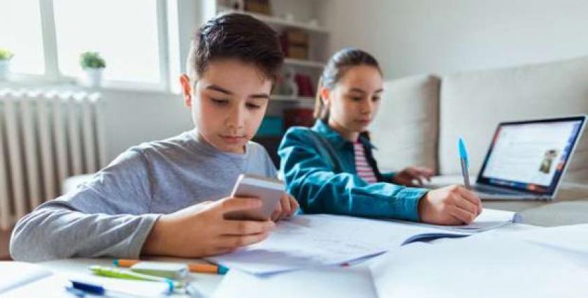 نصائح للأمهات لتشجيع ابنائهم على التعليم أونلاين