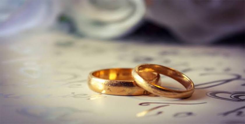 زواج مسن من طليقته الستينية