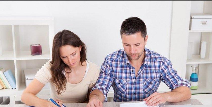 إذا كان زوجك مسرف.. اتبعي معه هذه الإجراءات الأربعة
