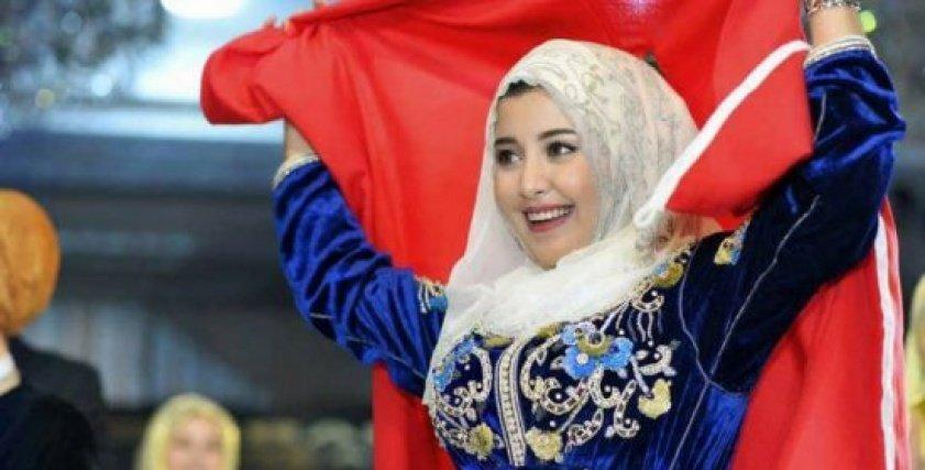 ملكة جمال المحجبات العرب تطمئن جمهورها بعد تعرضها لحادث  قطار المغرب
