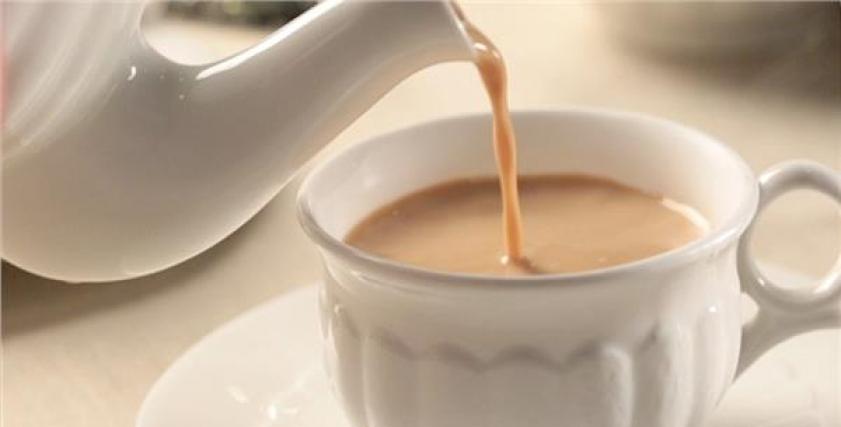 فوائد واضرار شرب الشاي بالحليب