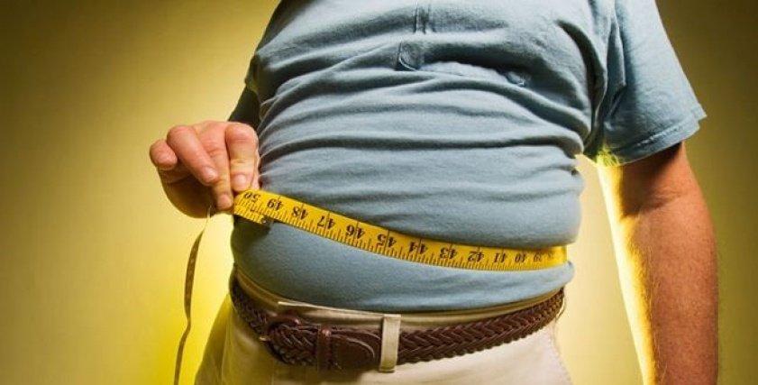 استشاري جراحة يحذر من خطورة السمنة: تؤثر على خصوبة الرجال