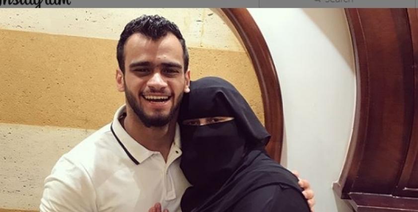 الإنفلونسر مصطفى حفناوي ووالدته