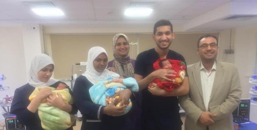 3 توائم فى مستشفى العلمين النموذجى مع الفريق الطبى (صور)