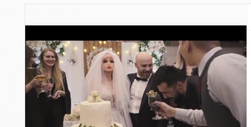زفاف لاعب كمال الأجسام ويوري تولوشكو على دمية