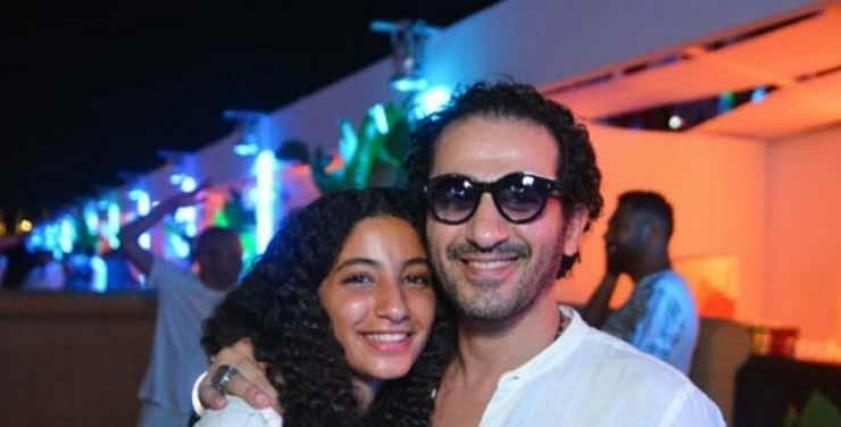 أحمد حلمي وابنته لي لي