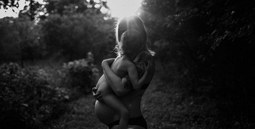 """""""أصعب وأحلى اللحظات"""" مصورون يلخصون الأمومة في 20 صورة عن""""الولادة"""""""