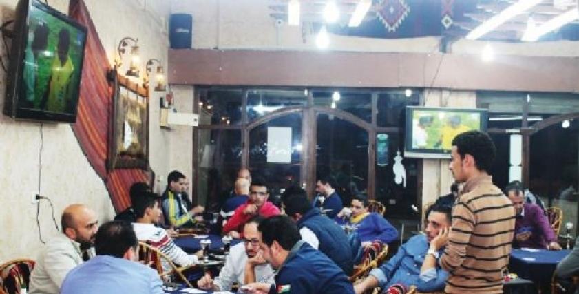ازواج يختاروا الجلوس على المقاهي بدلا من المنزل