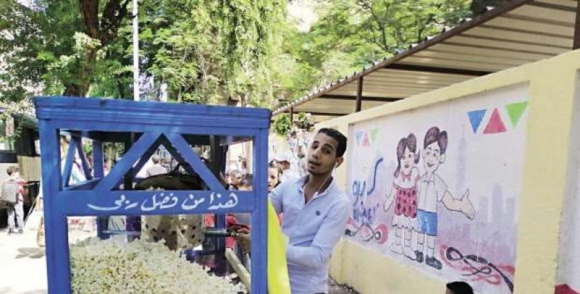 طبيب مناعة يوضح خطورة شراء الفشار من الباعة الجائلين أمام المدارس