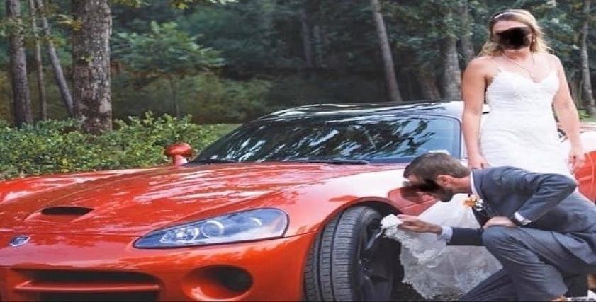عريس يستخدم ثوب زفاف عروسه لتنظيف عجلة سيارته