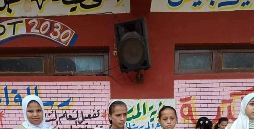 بعد تحريريها من خاطفها ..تلاميذ مدرسة إبتدائية يستقبلون