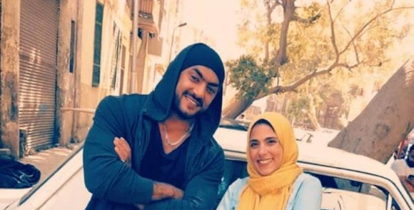 أحمد العوضي مع مسئولة صفحاته على السوشيال ميديا