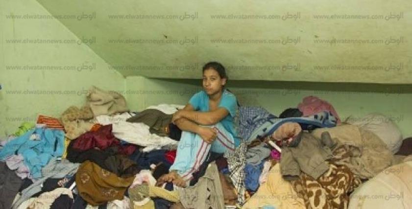 صغيرات على خدمة البيوت.. لقمة عيش بـ«الذل»
