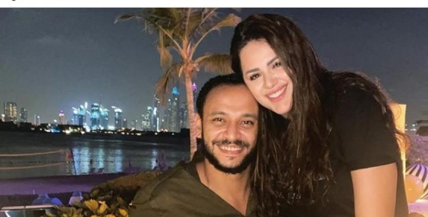 أحمد خالد صالح يتغزل في زوجته اثناء شهر العسل