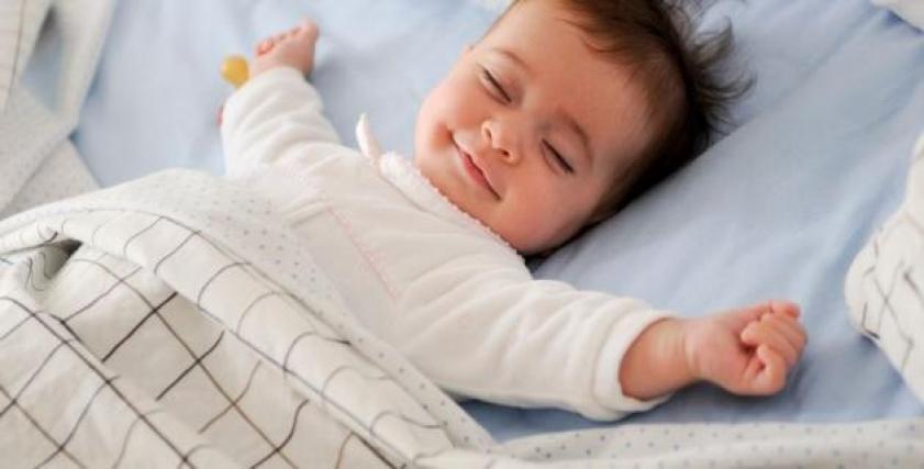 متى ينام الطفل بمفرده؟