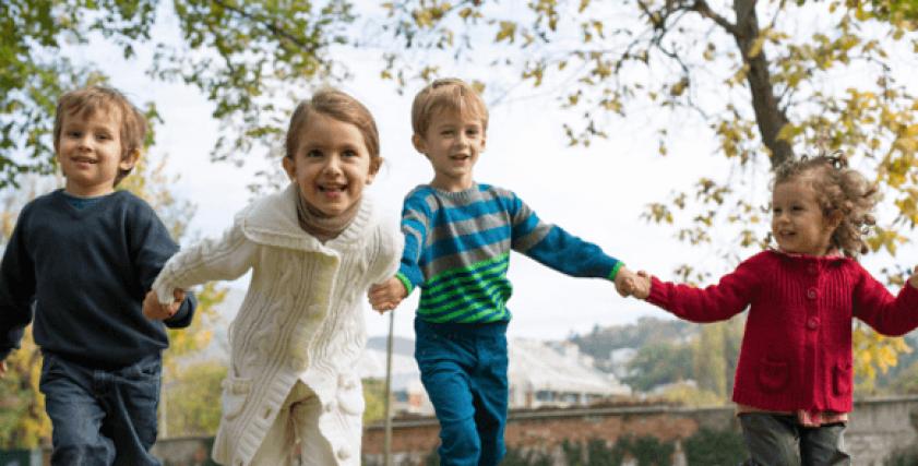 لعب الأطفال في المناطق الطبيعية يساعد على تعزيز المناعة