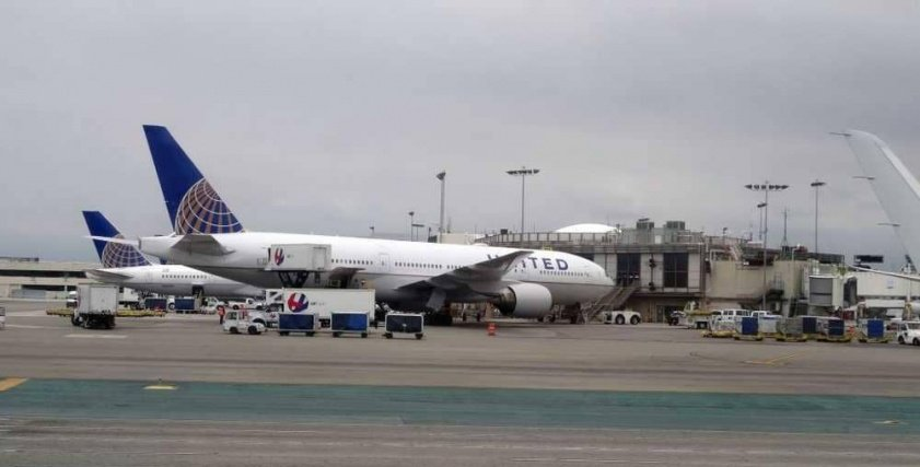 إغلاق مطار في أمريكا بسبب تجول فتاة بملابس شبه عارية