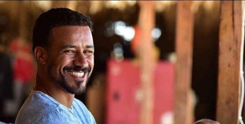 بالفيديو  الممثل أحمد داوود يشارك في مسابقة عمرو دياب: مستني أكسب جايزة أحسن فيديو عشان الجوازة التانية