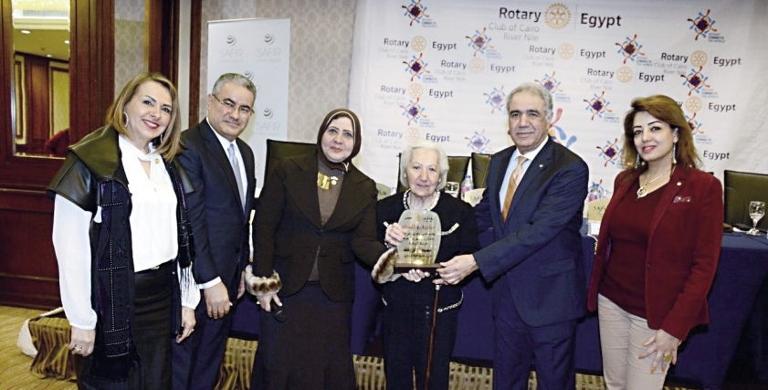 أثناء تكريم سميحة الزيات والدكتور عبدالناصر عمر في روتارى ريفر نايل