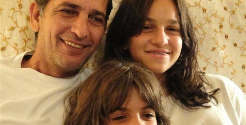 هشام سليم وابنتاه.. أرشيفية