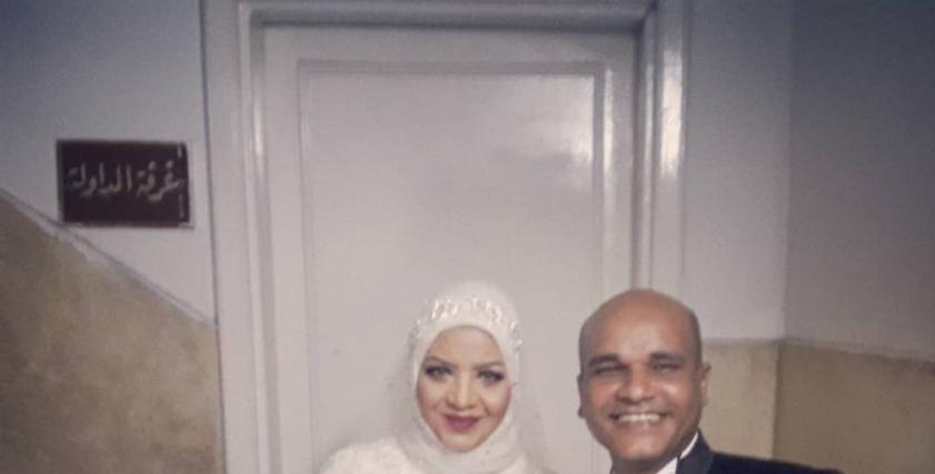 العروسان داخل المحكمة