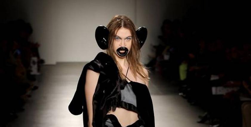 استخدم شفاه غليظة وآذان ضخمة.. معهد موضة في نيويورك يعتذر عن عرض أزياء عنصري