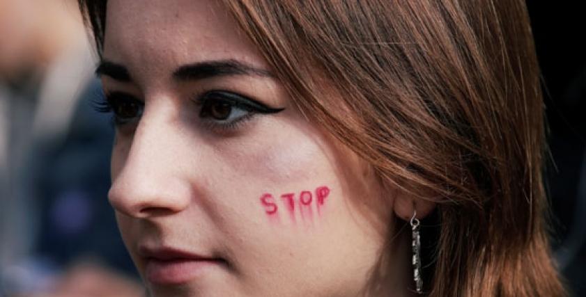 جانب من مظاهرة لمناهضة العنف ضد المرأة