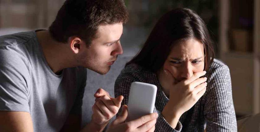 قضايا الطلاق بسبب فيسبوك وواتس أب