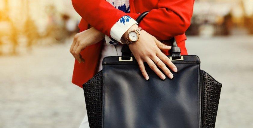 8 أشياء يجب عليكِ ألا تحمليها في حقيبتكِ