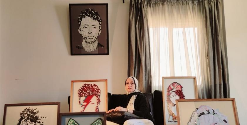 بأدوية والدتها المتوفية أمل ترسم لوحاتها